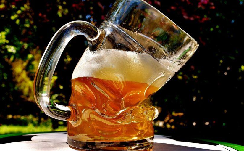 酒が人間をダメにするんじゃない。人間は元々駄目だということを酒が教えてくれるのだ。